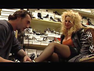 Euro MILF Alessandra Schiavo fucks the shoe...