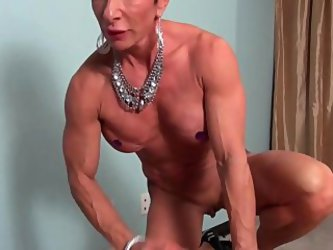 Mature Muscle Female Freting Cock