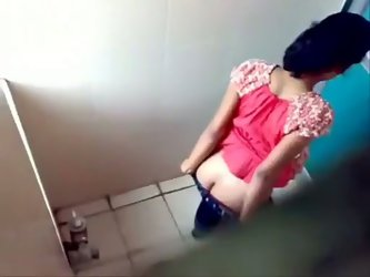 Voyeur video of public Indian toilet with lots...